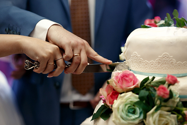 'Something Borrowed' Wedding Ideas - Cake Knife