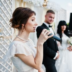 Who Usually Gives Speeches at a Wedding?